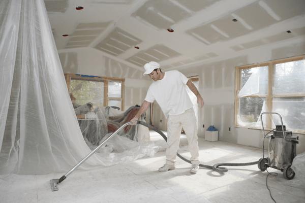 Cleaning the Floor vacuum